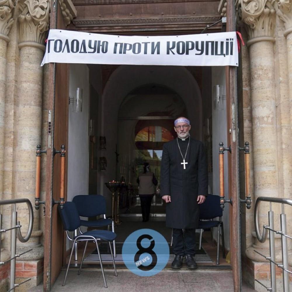 Раскол украинских протестантов-лютеран // Пастор одесской Кирхи объявил голодовку