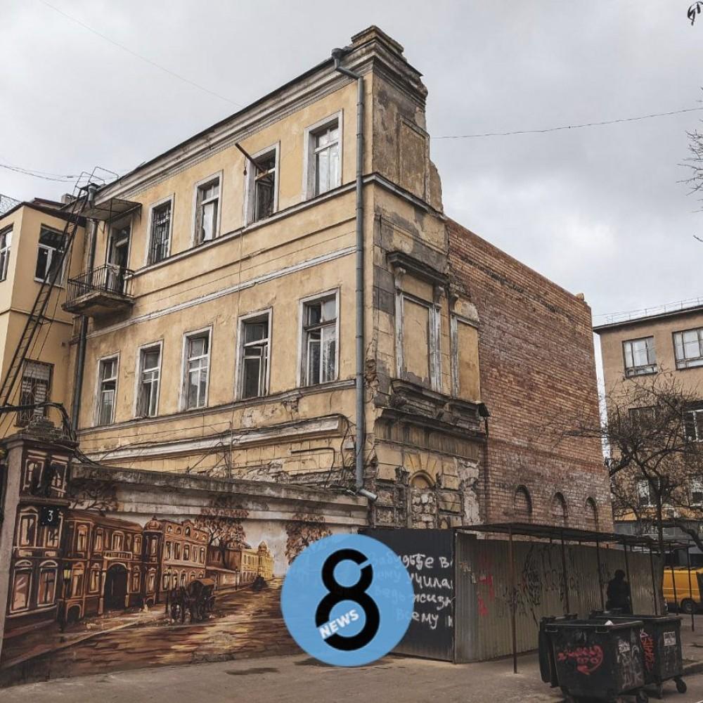 Спустя год // Рухнувший на Канатной дом все еще не восстановили