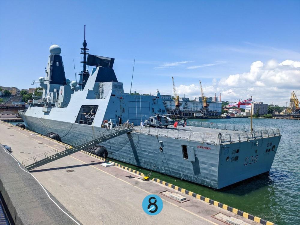 Российские военные метали бомбы в британский эсминец возле Крыма // Обновлено
