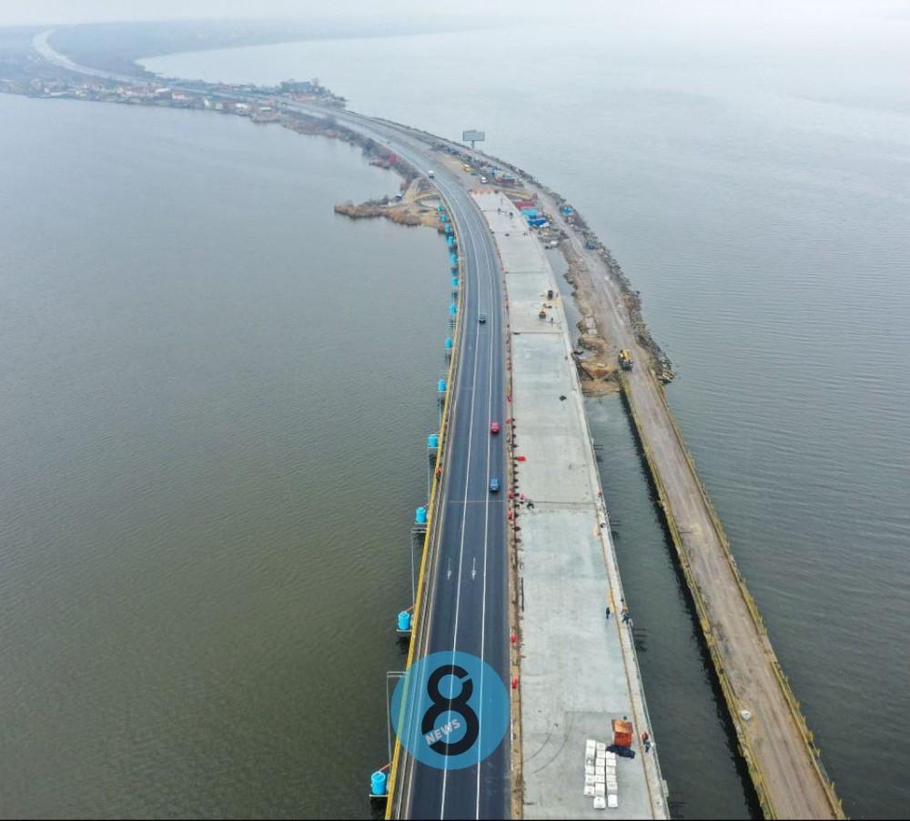 Строительство моста через Хаджибейский лиман на финише //Движение по всем шести полосам обещают запустить уже в апреле