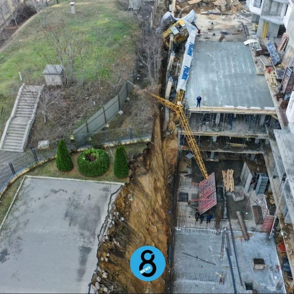 На Генуэзской упал строительный кран
