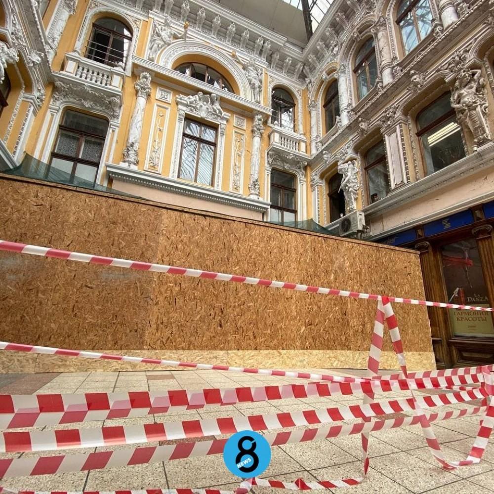 На Преображенской перекрыли проход через «Пассаж» // Гостиницу ждет реставрация