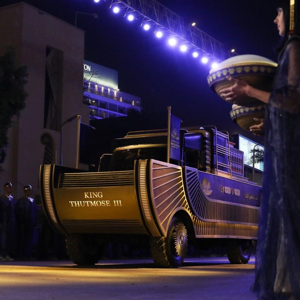 Позолоченные колесницы, оркестр и салюты // В Египте устроили парад мумий