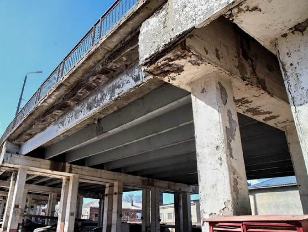 Временный забор за 2 миллиона // Одесская мэрия хочет установить ограждение вокруг Ивановского моста