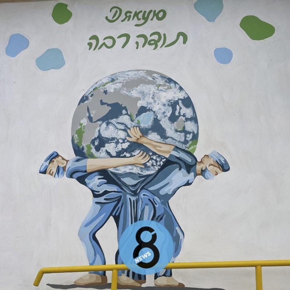 Атланты, спасающие мир // В Одессе нарисовали мурал в честь борющихся с ковидом медиков