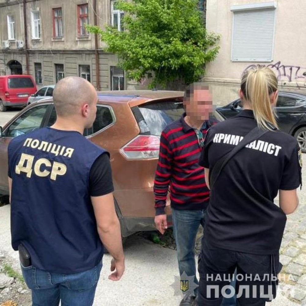 Глава туристического КП попался на взятке // Чиновник вымогал 50 тыс грн за аренду помещения