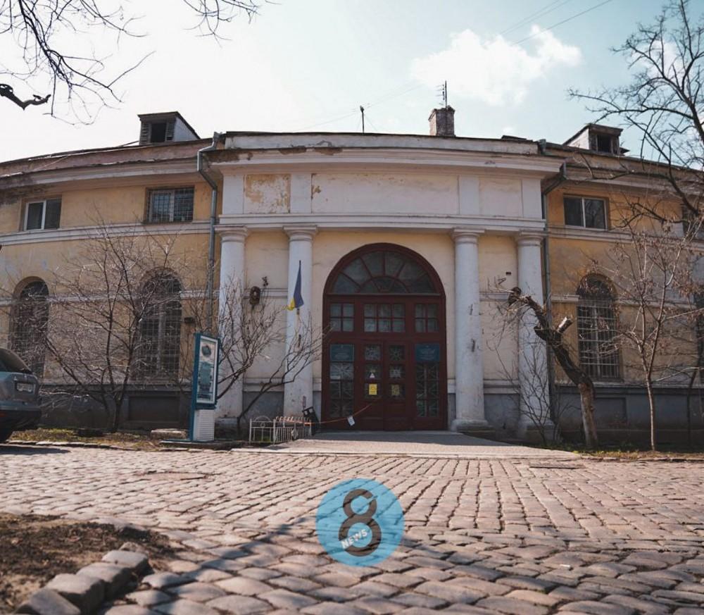 В мэрии задумали реконструировать фасад конюшен Воронцовского дворца