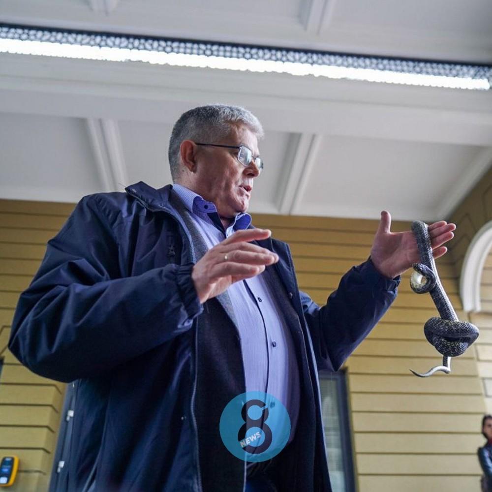 Одесских спасателей и копов учили обращаться со змеями // Мастер-класс от Игоря Белякова