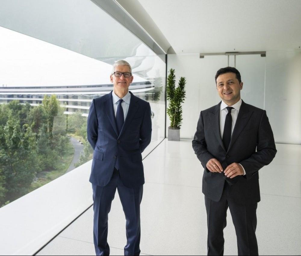 Зеленский встретился с главой Apple // Обсуждали присутствие компании в Украине