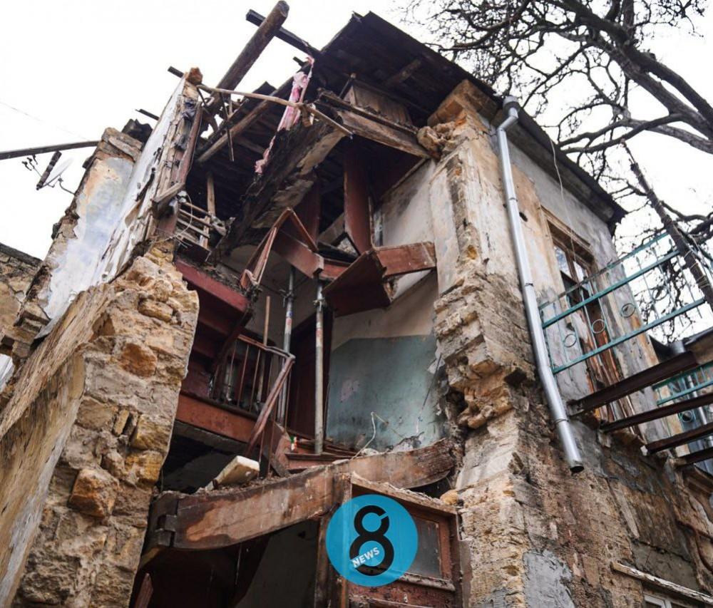 Ещё одно обрушение // На Нежинской обвалился флигель жилого дома