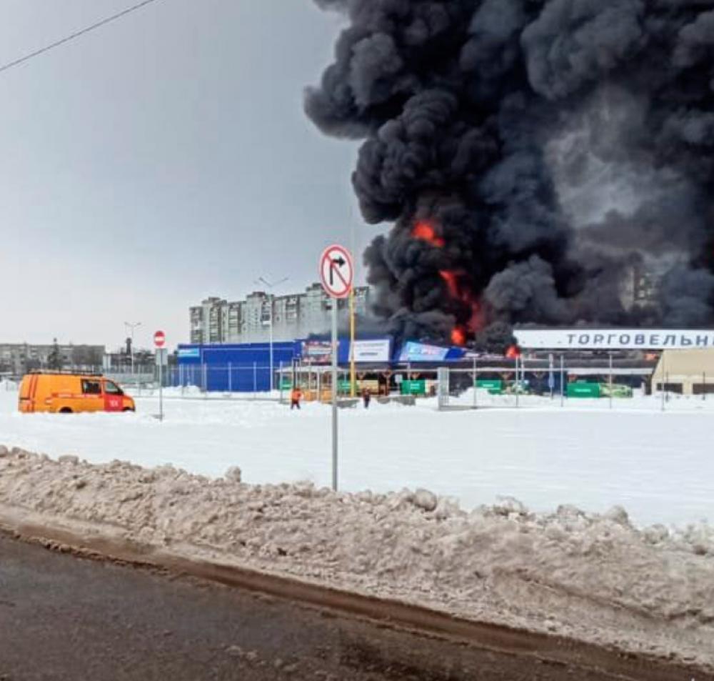 Пожар в «Эпицентре» Первомайска: неадекват с топором напал на персонал и поджёг магазин