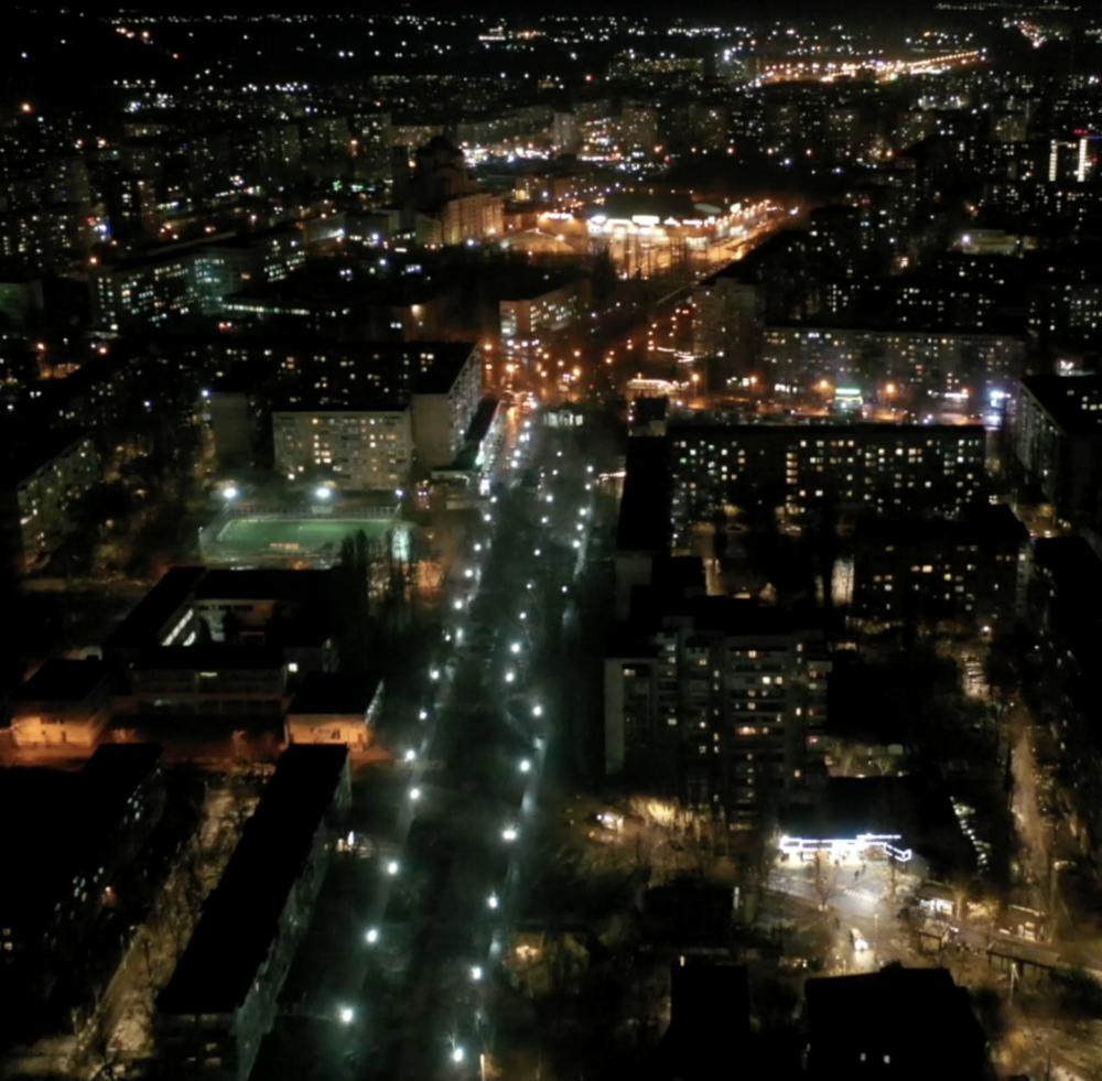Крымский бульвар осветили современными лампами