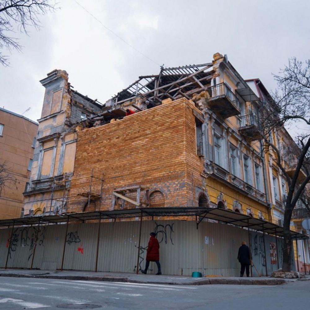 На Канатной продолжают восстанавливать рухнувший дом