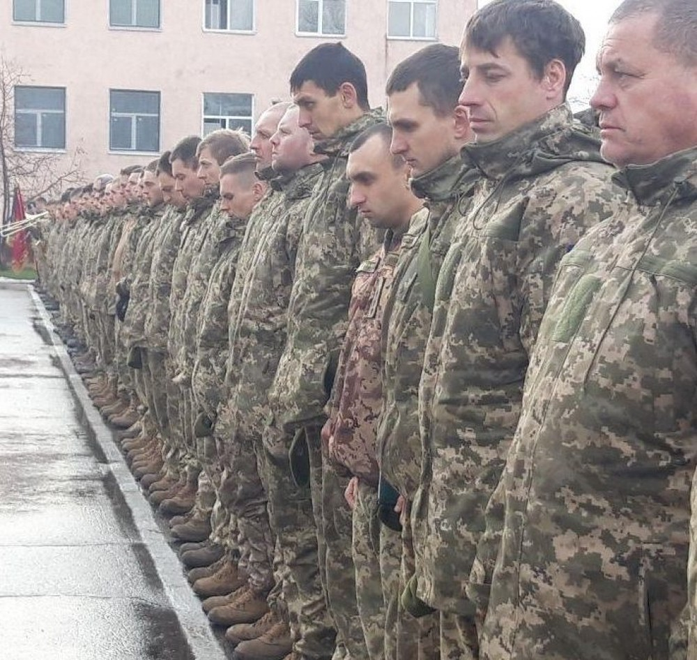 Резервистов смогут призывать в армию на полгода // Зеленский подписал указ