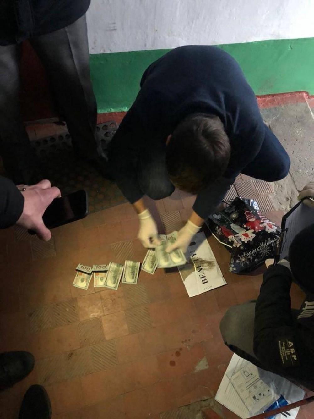 В Подольске полицейский за 3000 баксов обещал отмазать коррупционера-железнодорожника