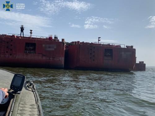 Угнать и распилить // Как у Украинского дунайского пароходства 32 баржи украли
