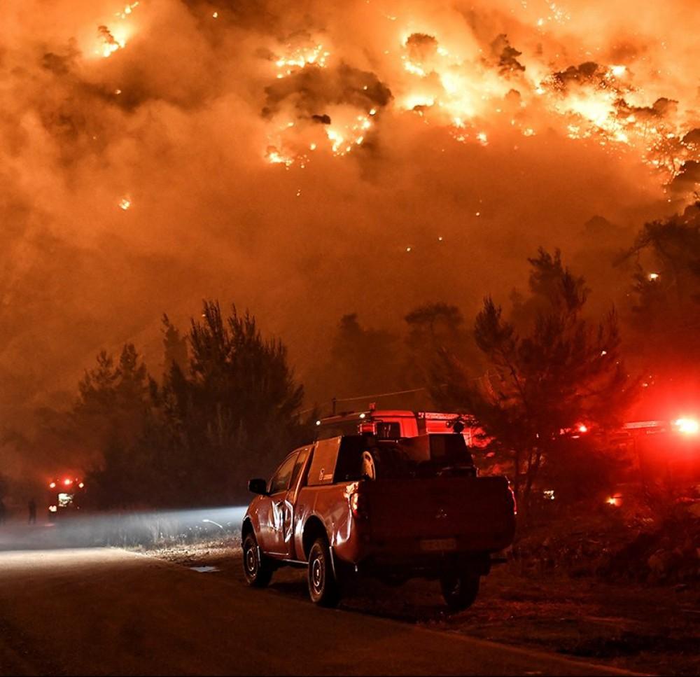 Третьи сутки спасатели не могут потушить жуткие лесные пожары в Греции