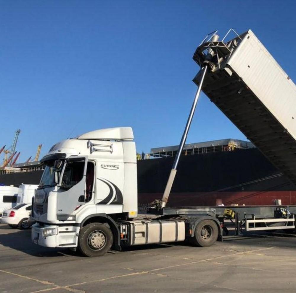 Партия на $7 млн // В порту Черноморска пресекли попытку вывоза зерна компании-должнику