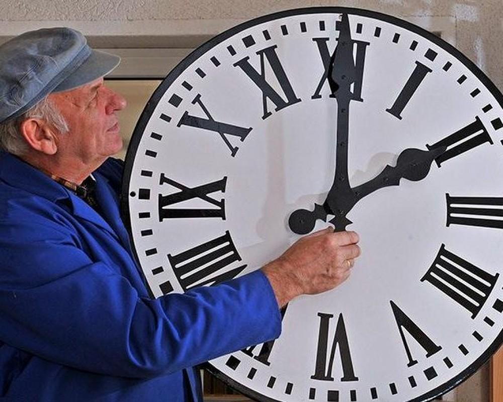 Верховная Рада приняла законопроект об отмене перевода часов