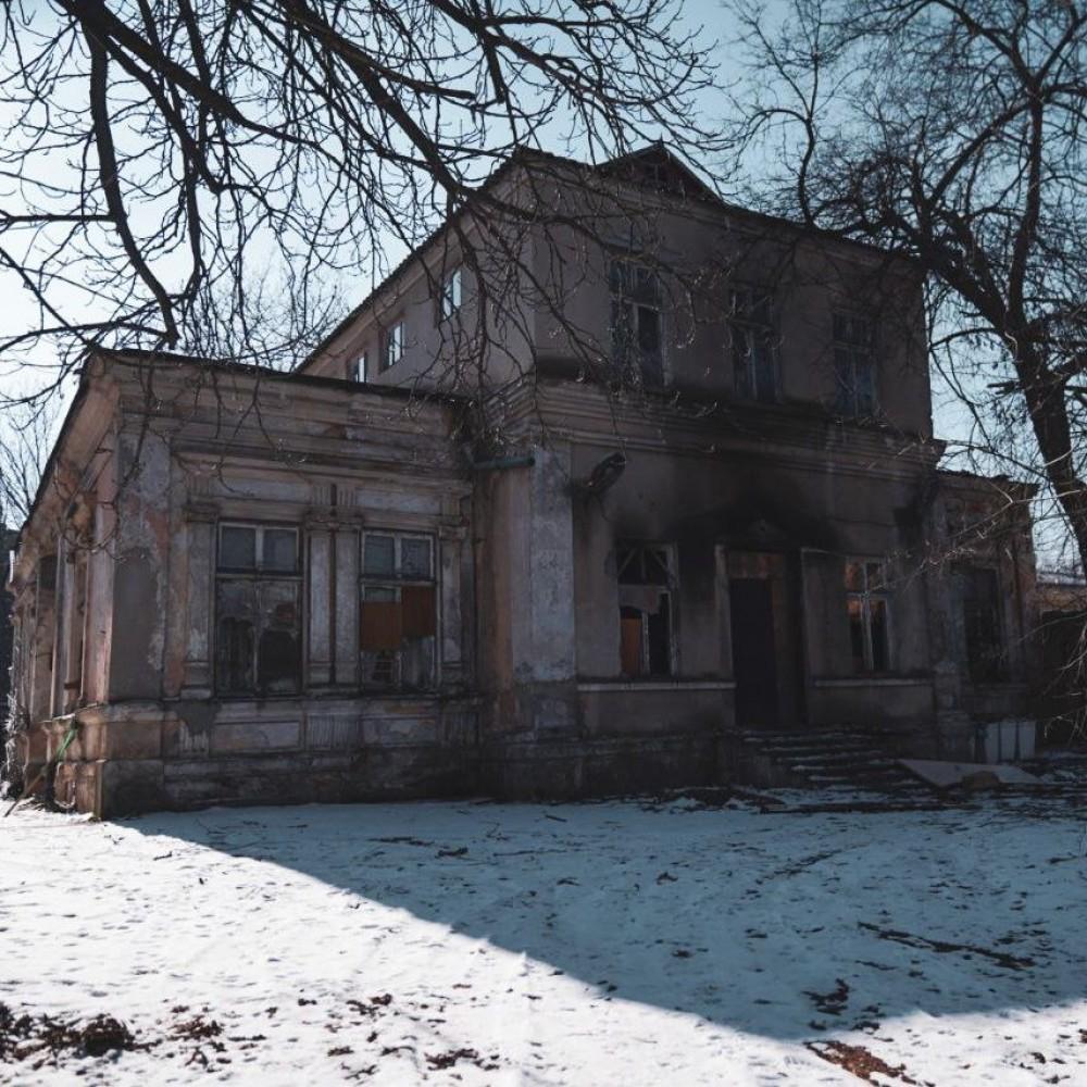 В Обсерваторном переулке продают земельный участок под застройку // Старинный особняк Тауэра может пойти под снос