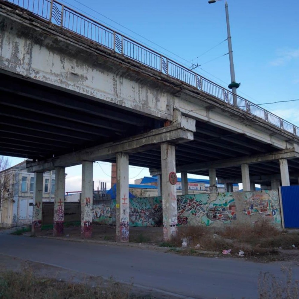 Велодорожки, тротуары для колясочников и новые подъездные пути // Мэрия ищет проектантов для ремонта Ивановского моста