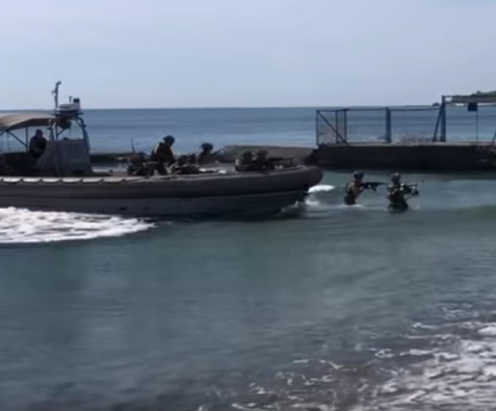 На Ланжероне курсанты со стрельбой «зачистили» пляж