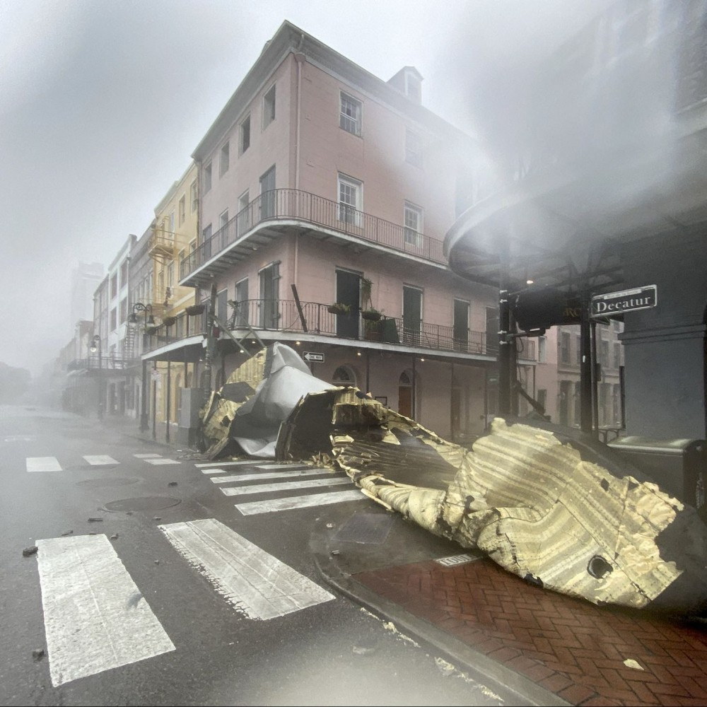 Повернул Миссисипи вспять и обесточил 750 тыс домов // В США свирепствует ураган «Ида»