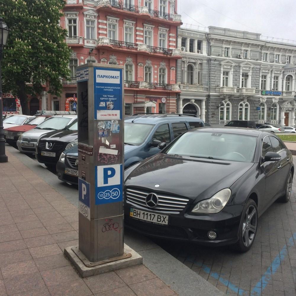 В Одессе работают всего 7 легальных парковок