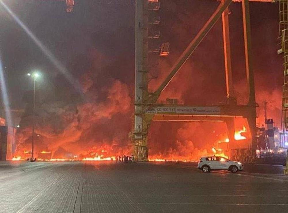 Ночью произошел мощный взрыв в порту Дубая