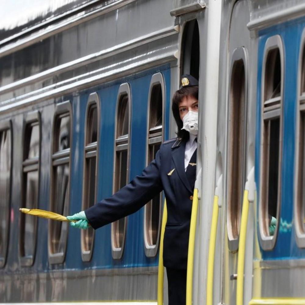 Застряли в красных зонах // Одесситов доставят домой спецпоездами
