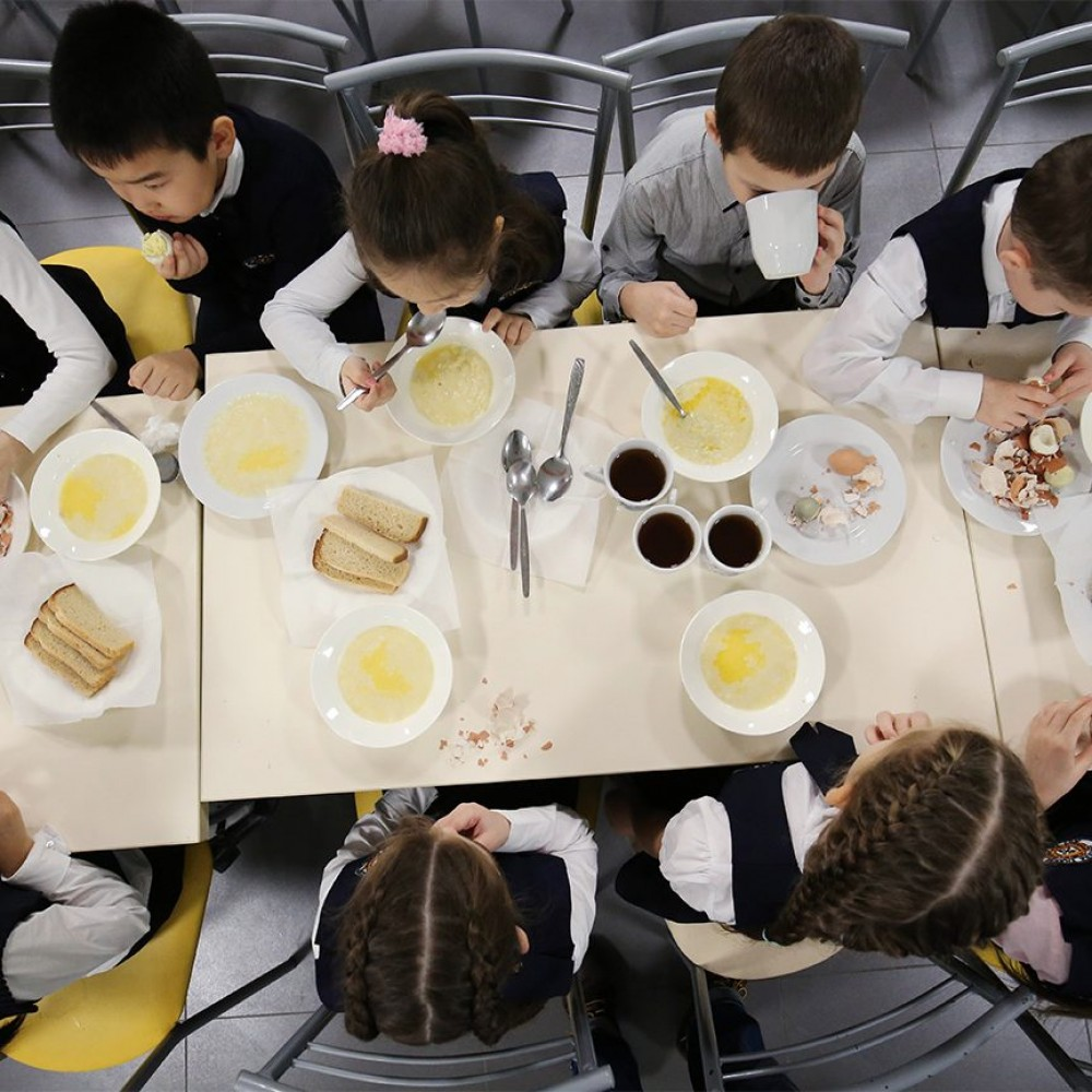 Масала, мак энд чиз и морковные котлеты // В мэрии показали, чем будут кормить младшеклассников на завтрак