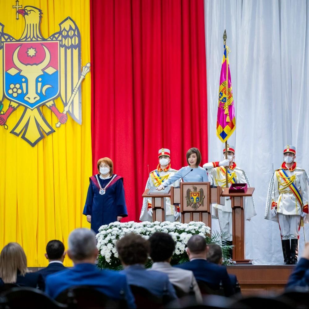 Без пафоса, перекрытых улиц и массовой охраны //  Майя Санду стала президентом Молдовы 🇲🇩