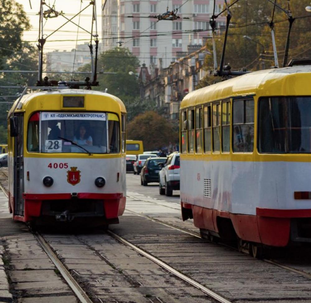 Два трамвая временно не будут ходить // На перекрестке Пантелеймоновской и Старопортофранковской поменяют рельсы