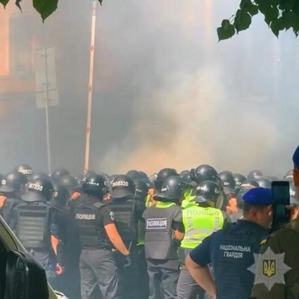Протесты националистов на Банковой // Есть пострадавшие