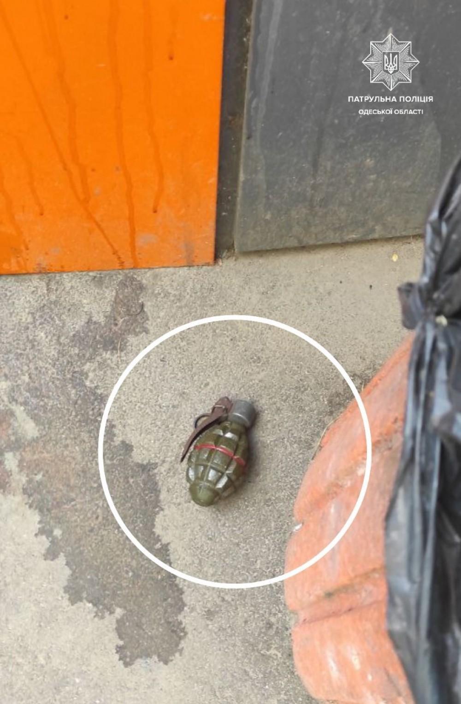 Угрожал взорвать школу // На Таирова полиция задержала мужчину с муляжом гранаты