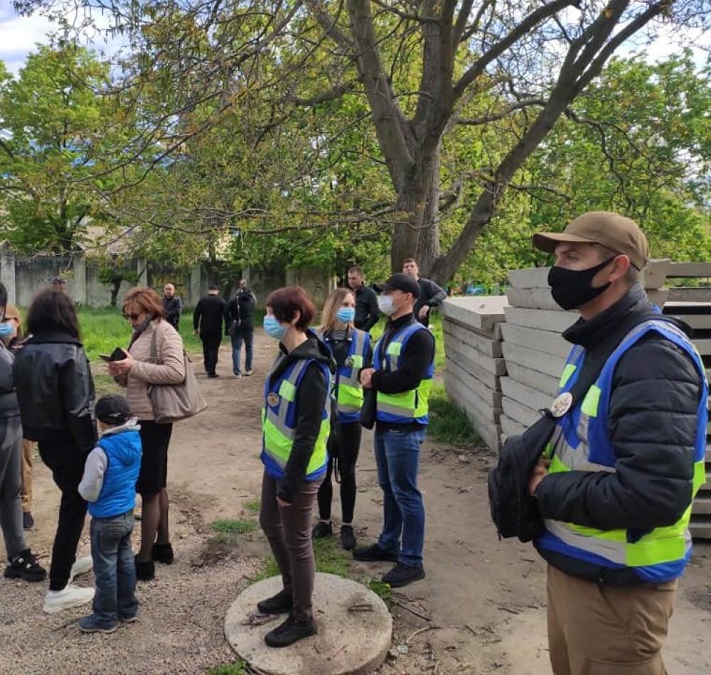 На Черемушках местные жители протестуют против захвата зеленой зоны