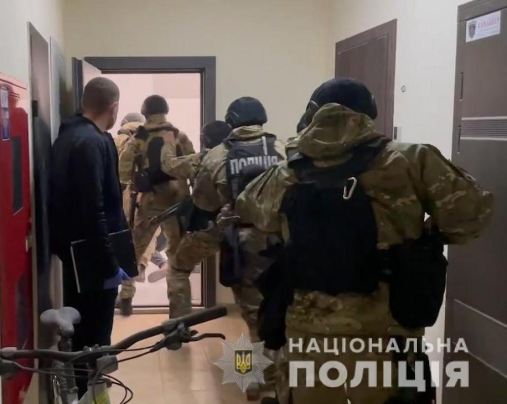 В Одессе задержали мужчин, которые пытали утюгом граждан Греции, чтобы выбить деньги и завладеть квартирами (UPD)
