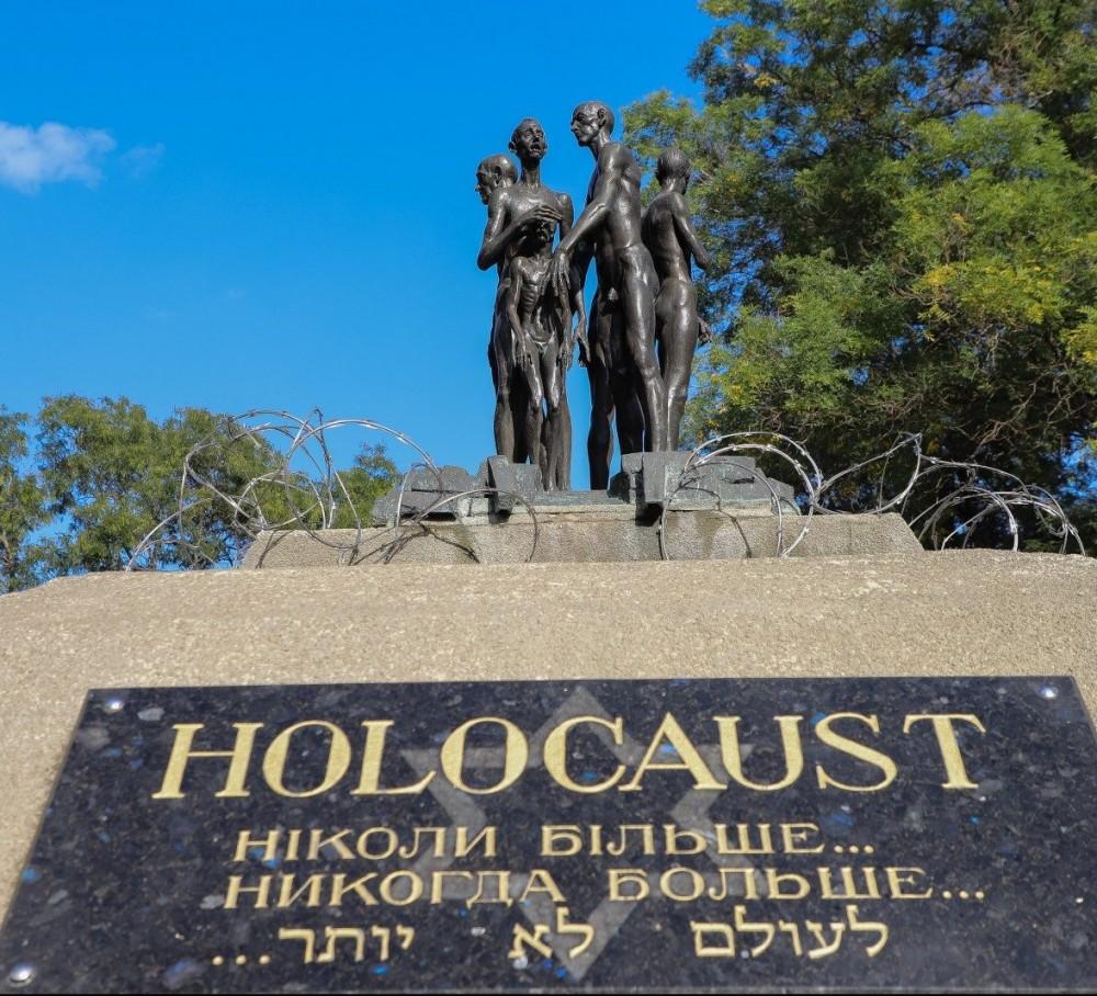 Музей Холокоста в Прохоровском сквере // Еврейская организация хочет себе здание