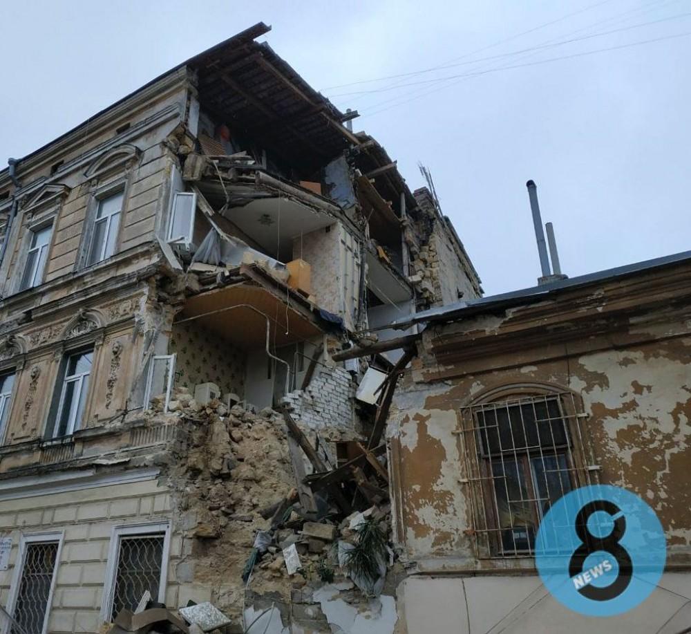 Обвалившуюся стену дома на Нежинской восстановят