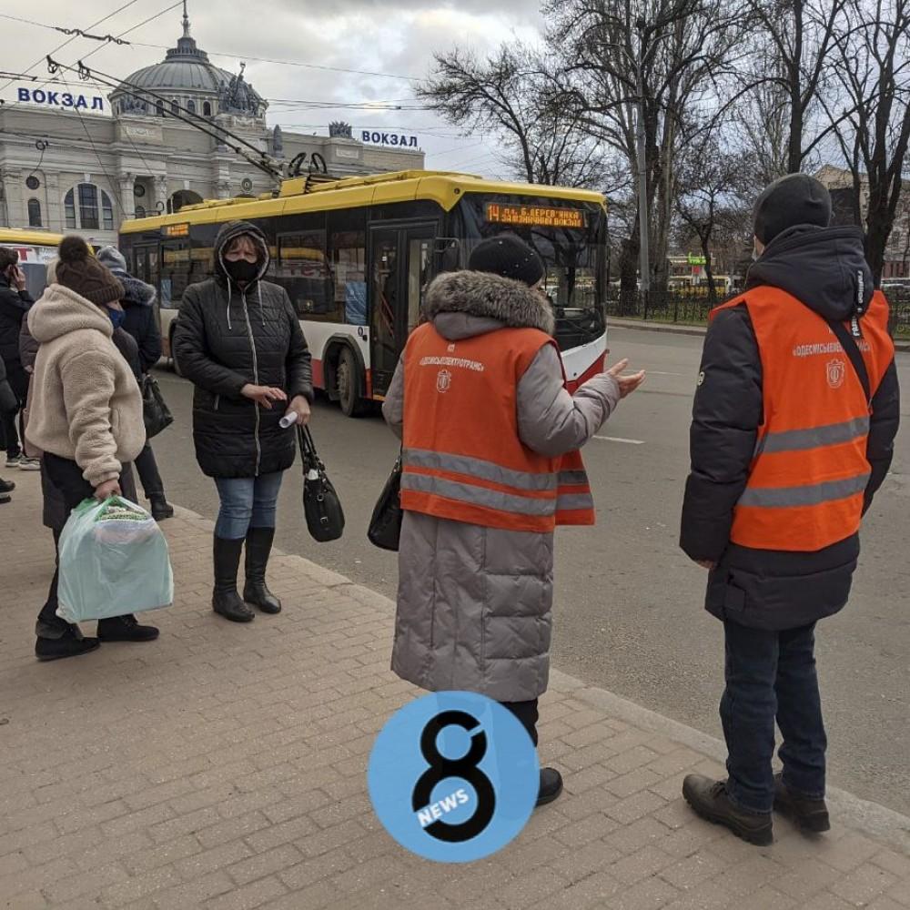 Вечерний час пик в красной карантинной зоне // Как работает общественный транспорт Одессы