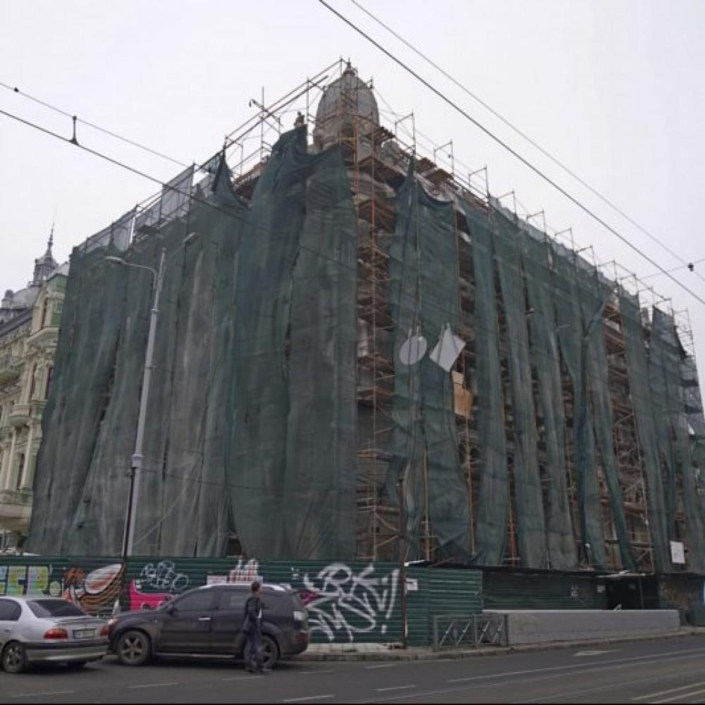 Без крыши, но уже с лепниной // На каком этапе реставрация Дома Либмана