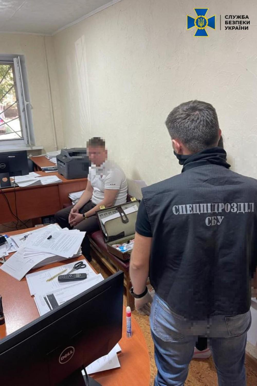 Закрывал дела за вознаграждение // В Одессе на взятке задержали чиновника исполнительной службы