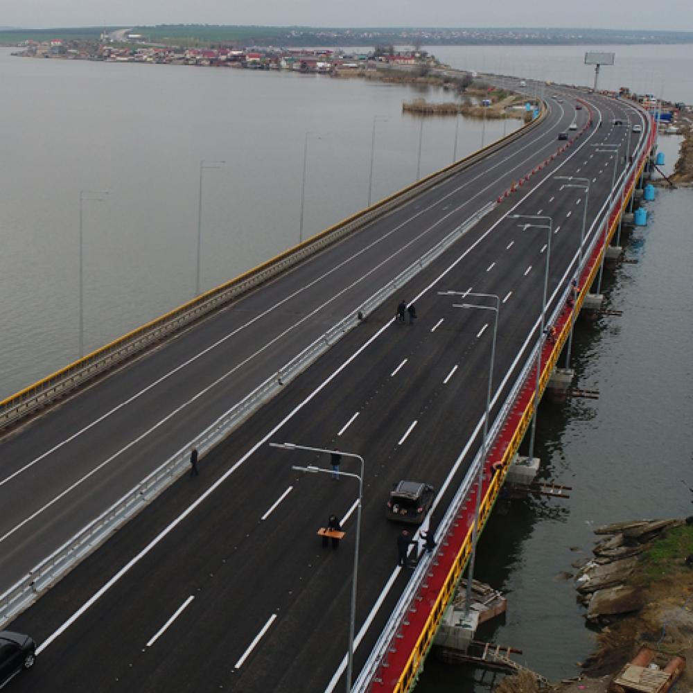 На Хаджибейском мосту монтируют габаритно-весовой контроль // Будет взвешивать фуры в движении