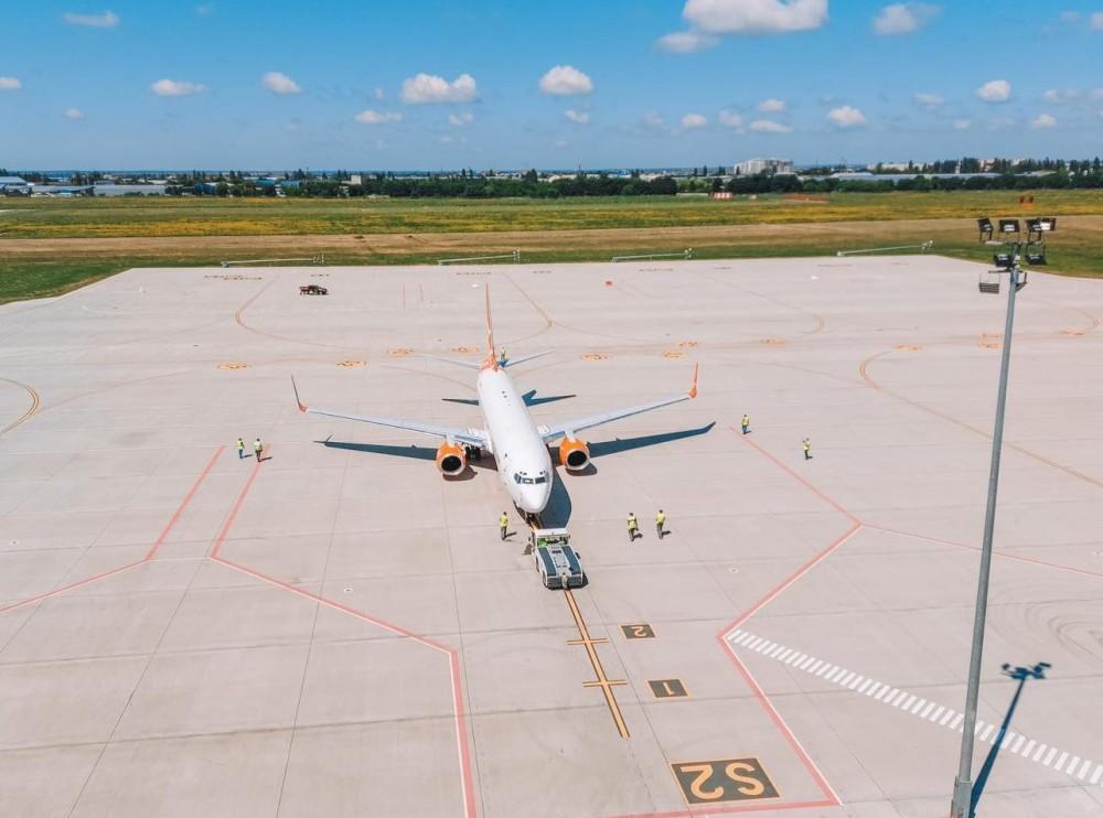 На новой взлетке Одесского аэропорта посадили первый самолет (UPD)