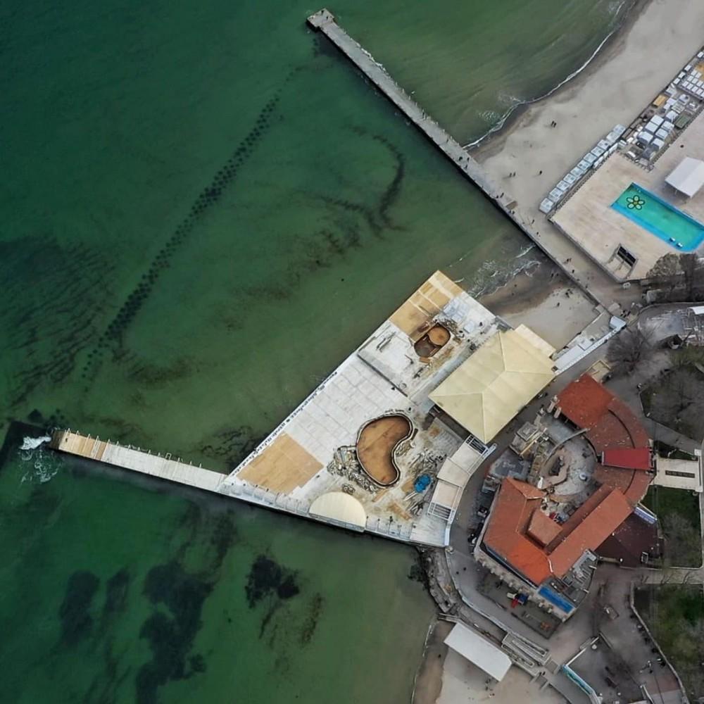 «Итака» заново смонтировала свой настил на пляже в прежних размерах