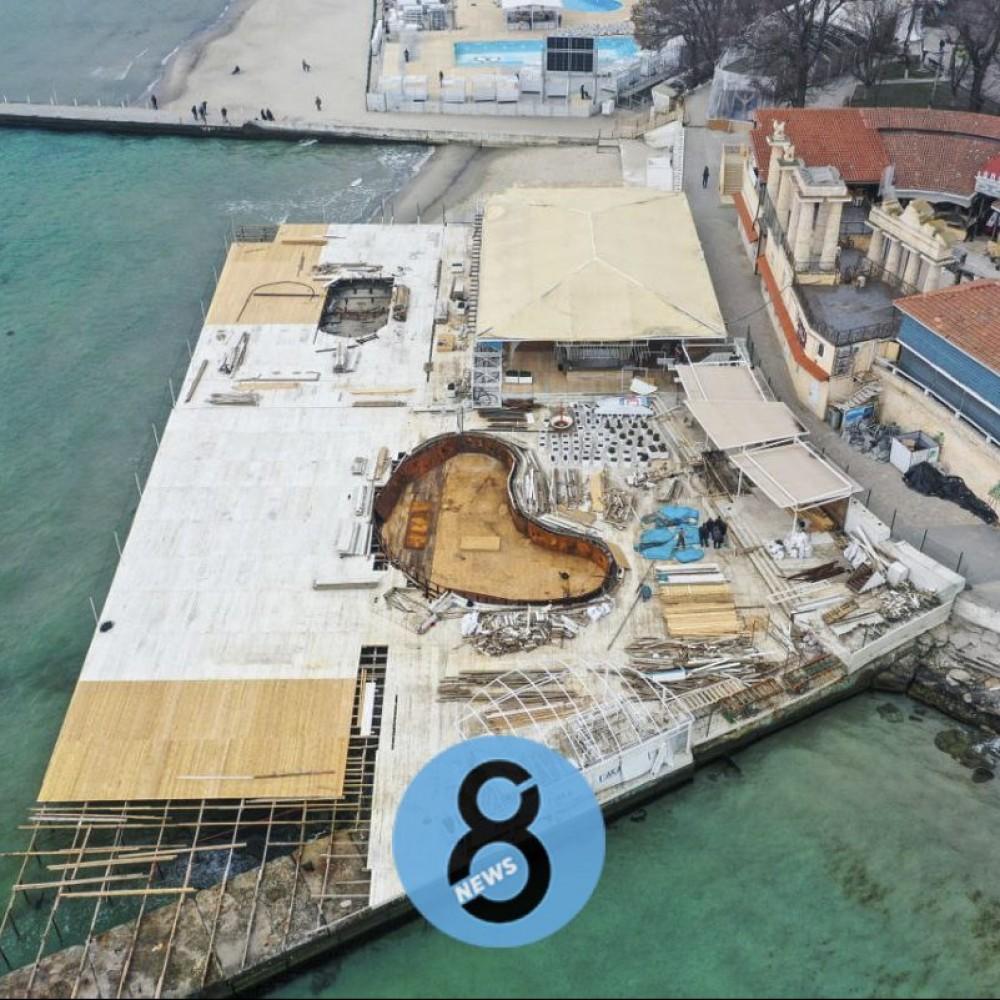 «Итака» демонтирует свой меганастил на пляже // Вскоре он может вернуться