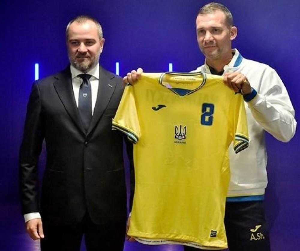 Все лозунги утвердили // Украина договорилась с UEFA о форме национальной сборной