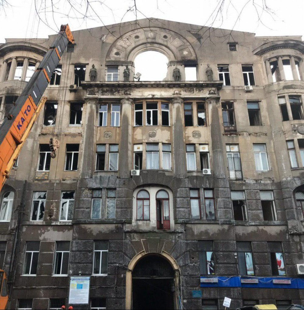 Город готовится принять на баланс сгоревший Дом Асвадурова // Депутат облсовета утверждает, что его снесут