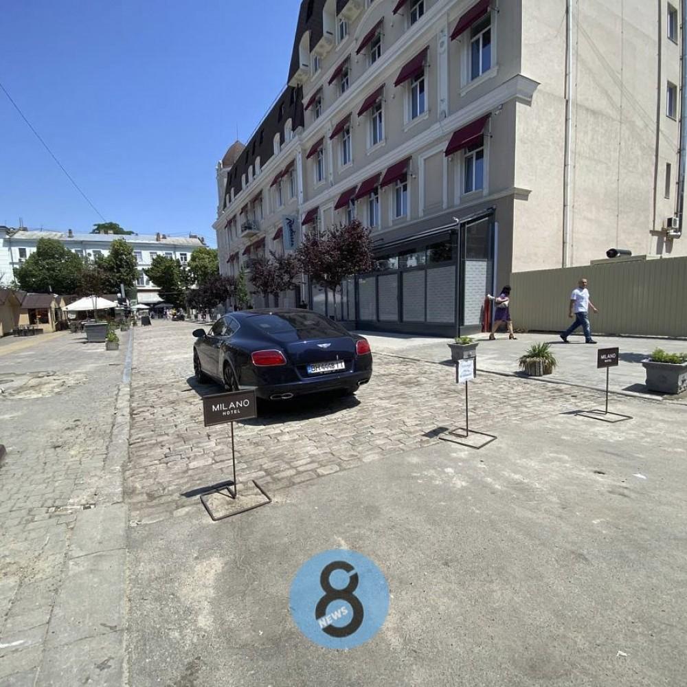 В Красном переулке завершилось благоустройство // Обещанной муниципальной парковки пока нет