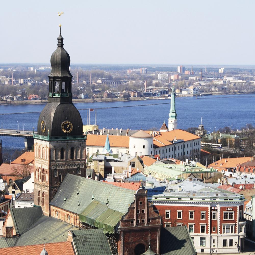 Латвия ужесточила правила въезда для украинцев // Пускать будут только привитых
